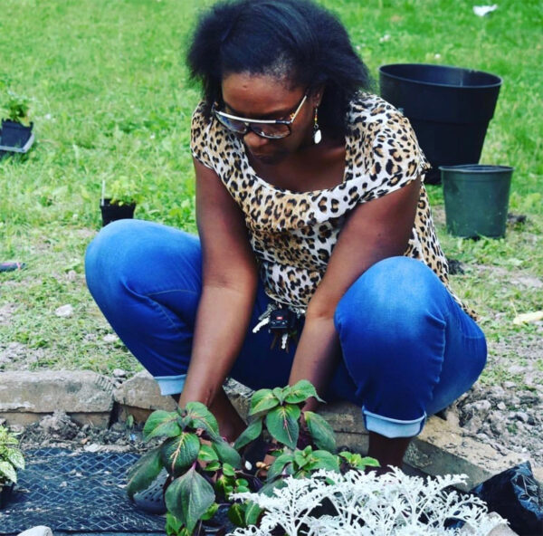 2018: Peace Garden Project MKE transforms makeshift roadside memorials into sites of beauty.